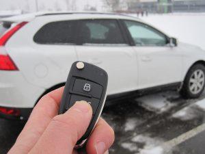 Ein asymmetrischer Algorithmus im Autoschlüssel sorgt für hohe Sicherheit beim Öffnen der Fahrzeugtür per Funk. Die Batteriedauer ist dennoch nicht eingeschränkt.